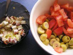 Focaccia - talianska chlebová placka (fotopostup) - recept | Varecha.sk Ciabatta, Fruit Salad, Food, Basket, Fruit Salads, Essen, Meals, Yemek, Eten