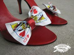 Custom real Playing Card shoe clips set by CreativelyEverAshley. Great accessory for a Queen of Hearts costume! Queen Of Hearts Card, Lizzie Hearts, Queen Of Hearts Makeup, Red Queen Costume, Queen Of Hearts Costume, Fall Halloween, Halloween Party, Halloween Costumes, Mad Hatter Party