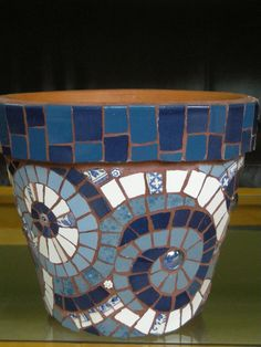 Blue mosaic flower pot with spiral design Mosaic Planters, Mosaic Garden Art, Mosaic Tile Art, Mosaic Vase, Mosaic Flower Pots, Mosaic Diy, Mosaic Crafts, Mosaic Projects, Pebble Mosaic