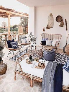 Grey Gardens House, Interior Design Living Room, Living Room Designs, Rattan Furniture, Deco Design, Home Living Room, Interior And Exterior, Backyard, Home Decor