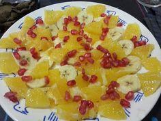 Plàtan i taronja salpicats amb magrana