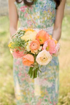 Gorgeous peach and butter hued bouquet