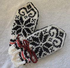 Hjemmelaget: mars 2012 Gloves, Pattern, Threading, Patterns, Model, Swatch