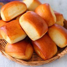 """かわいい小さなミルクパン『パヴェ』 - はじめてでも簡単♪あいりおーの""""毎日つくりたくなる""""おうちパン [公式連載][レシピブログ] Japanese Bread, Hot Dog Buns, Bread Recipes, Bakery, Toast, Desserts, Breads, Happy, Foods"""