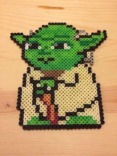 HAMA PERLER BEADS / PERLES À REPASSER / STRIJKPARELS - Yoda Star Wars perler bead sprite