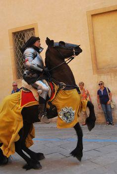 Sfilano i cavalier, l'arme, i cavalli. Città della Pieve