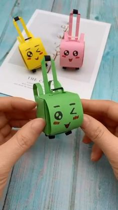 Diy Crafts Hacks, Diy Crafts For Gifts, Diy Home Crafts, Diy Arts And Crafts, Kids Crafts, Kids Diy, Instruções Origami, Kids Origami, Origami Ball