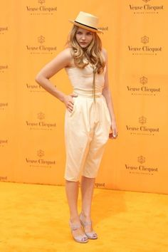 8 Chloe Grace Moretz Spring Outfit Ideas: Yellow from Top to Toe Chloë Grace Moretz, Fashion 2017, Love Fashion, Fashion Outfits, Atlanta, Suits For Women, Clothes For Women, Veuve, Georgia