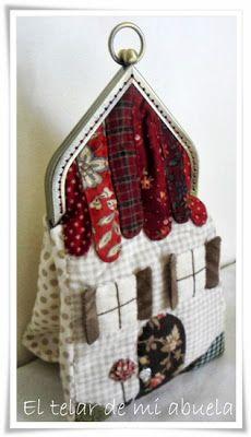 El telar de mi abuela.: MONEDERO CASITA. Diy For Kids, Crafts For Kids, Crochet Handbags, Decoupage, Applique, Coin Purses, Quilts, Wallet, Christmas Ornaments