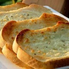 Torrada de pão de alho com mussarela @ allrecipes.com.br