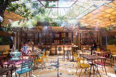 A mediados de agosto se pueden seguir descubriendo sitios estupendos para disfrutar del verano, como Manzana 330 en el Palacio de Santa Bárbara. Bar Madrid, Intramuros, Patio Interior, Outdoor Restaurant, Spain, Photos, World, City, Outdoor Decor