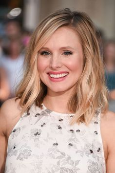 A Quick Thing to Try With Your Hair Part Today (Courtesy of Kristen Bell) Kristen Bell, Kristin Bell Hair, Soft Blonde Hair, Parting Hair, The Beauty Department, Great Hair, Hair Today, Fall Hair, Hair Looks
