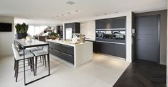 Kitchen with Bod'or KTM doors - Design by Eric Kuster - Residential - Doors: Christian - George Kitchen Interior, Modern Interior, Interior Design, Interior Ideas, Two Tone Kitchen, Kitchen Dining, Kitchen Modern, Kitchen Ideas, Door Design