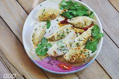Want to know how to make delicious vegetarian gyoza from your own kitchen? Elsa from Elsa's wholesome life shares her homemade recipe secrets with us!