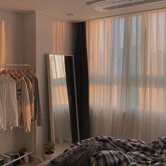 Room Ideas Bedroom, Bedroom Layouts, Bedroom Decor, Aesthetic Room Decor, Minimalist Room, Dream Rooms, House Rooms, Room Interior, Room Inspiration