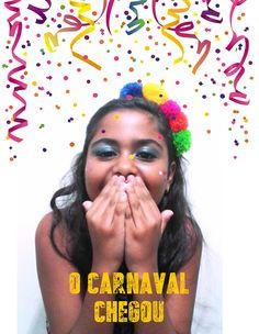 E os preparativos para o carnaval continuam...vamos colorir os blocos!!!  Tiara pompom (R$ 10,00) Feitas a mão e com o coração. peça pela nossa fanpage no facebook; www.facebook.com/lalybluelembrancascriativas #handmade #feitoamao #lalyblue #carnaval #blocosdorio #fantasia