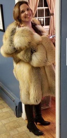 Long Fur Coat, Fur Coats, Female Led Marriage, Fox 6, Fur Fashion, Womens Fashion, Fabulous Fox, Animal Fur, Sheepskin Coat