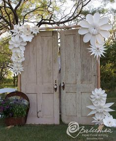 DIY Wedding paper decor and flowers , paper backdrops with video tutorials! The best inclusive diy wedding planning information, inspiration . Trendy Wedding, Diy Wedding, Rustic Wedding, Dream Wedding, Wedding Day, Wedding Doors, Wedding Nails, Garden Wedding, Wedding Reception