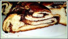 Moja drahá stará mama robievala v detstve pre mňa tento koláč a nie je to nič iné ako  kysnutý kakaový koláč spletený do tvaru biča alebo plnená kakaová vianočka. Tento recept venujem pamiatke mojej drahej starej mamy k jej 110.-tym narodeninám:-) S veľkou láskou na ňu spomínam.