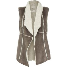 Dylan by True Grit Women's Faux Shearling Vintage Vest at Amazon... (€68) ❤ liked on Polyvore featuring outerwear, vests, jackets, coats, casacos, vintage vest, vintage waistcoat, brown waistcoat, vest waistcoat and faux shearling vest