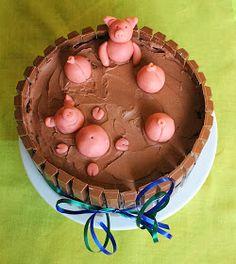 Papas Geburtstag stand an. Er liebt Marzipan. Und die KitKat-Smartie Torte ist schon so gut angekommen. Also eine KitKat Torte mit Ma...