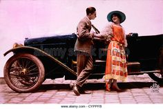 couple-standing-next-to-automobile-1913-cyppfb.jpg (640×430)