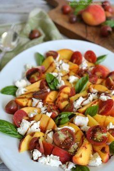 Peach Caprese Salad! A summery twist on the classic caprese with fresh juicy peaches! | homeiswheretheboatis.net #summer #recipe #salad