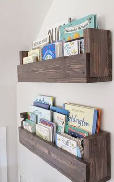 See how Caitlin from The Picket Fence Projects whipped up these rustic bookshelves wood projects projects diy projects for beginners projects ideas projects plans Rustic Bookshelf, Bookshelf Ideas, Cheap Bookshelves, Pallet Bookshelves, Bookshelf Design, Wall Bookshelves Kids, Simple Bookshelf, Nursery Bookshelf, Building Bookshelves
