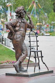 Oleg Popov--Resultados de la Búsqueda de imágenes de Google de http://us.123rf.com/400wm/400/400/klug/klug1002/klug100200047/6394662-escultura-de-payaso-ruso-oleg-popov-en-tyumen-rusia.jpg