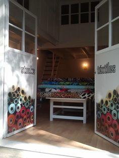 Hoy vamos a empezarhablandode la inauguración de una nueva tienda de telas el pasado día 26 de abril. Stockstéxtiles Compra Ve...