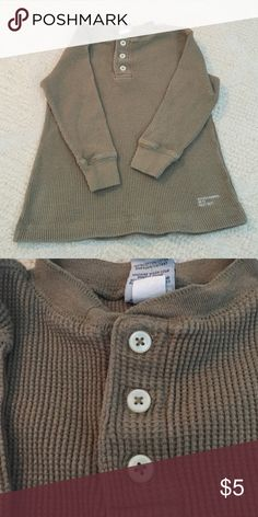 Old Navy thermal Henley Excellent condition & stylish for your little guy!  Olive green thermal Henley Old Navy Shirts & Tops Tees - Long Sleeve