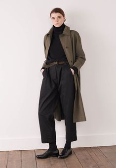 Margaret Howell is a contemporary British clothing designer. Shop the Margaret Howell collections. Margaret Howell, Trench Coat Dress, Trench Coats, Lookbook, Mode Style, Retro, Coats For Women, Mantel, Work Wear