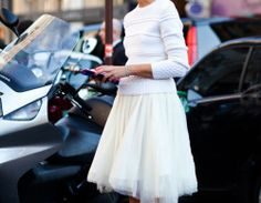 An Effortless And Simple Look Of How To Wear Shirts With A Tulle Skirt I Love The White Outfit
