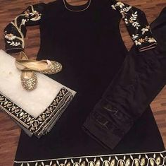 whatsapp All of our pieces can be made to measure and customisation options such as colour, embroidery and fabric changes are also available. Indian Wedding Outfits, Bridal Outfits, Indian Outfits, Indian Clothes, Punjabi Fashion, Bollywood Fashion, Indian Fashion, Patiala Salwar Suits, Punjabi Suits