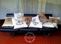 Almohadones con transferencias de imágenes vintage sobre loneta y arpillera. Diferentes medidas. La impresión de la imagen es artesanal por transferencia, por eso recomendamos lavar a mano o en el …