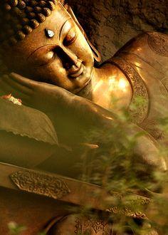Buddha, sleeping/parinirvana