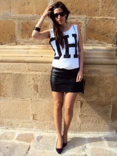 nataliachamps Outfit  piel casual blanco negro chic falda camiseta  Primavera 2013. Combinar Camiseta Blanca Pull