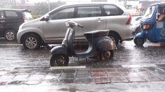 #rain #vespa #overload #jakarta :D