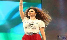"""ميريام فارس تتألق بشعرها المموج في حفلة في الإمارات: اختارت """"ملكة المسرح"""" ميريام فارس خلال إحيائها حفلة جماهيرية في الإمارات العربية…"""