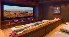 Conheça a mansão de R$ 75 milhões da família de Gigi e Bella Hadid - Vogue | Lifestyle