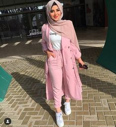Spring trendy hijabi outfits - Spring trendy hijabi outfits – Just Trendy Girls Source by - Modern Hijab Fashion, Muslim Women Fashion, Street Hijab Fashion, Hijab Fashion Inspiration, Modest Fashion, Fashion Outfits, Fashion Tips, Modest Dresses, Modest Outfits