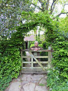 Garden Visit: Charlotte Molesworth's Topiary Garden
