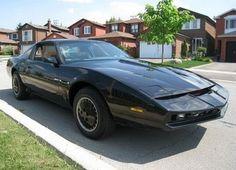 KITT replica della famosa auto del telefilm Supercar