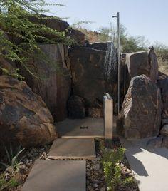 Dusche im Garten Steinweg Edelstahl Kopf freistehend
