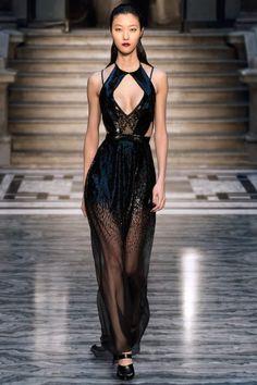 """vogue-is-art: """" Julien Macdonald Autumn/Winter 2015 """" black maleficent dress Haute Couture Gowns, Couture Dresses, Couture Fashion, Runway Fashion, Fashion Show, Fashion 2020, Fashion Women, Fashion Dresses, Elegant Dresses For Women"""