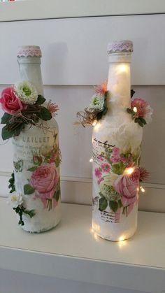 Lighted Wine Bottles, Bottle Lights, Bottles And Jars, Wine Bottle Crafts, Mason Jar Crafts, Bottle Art, Diy Crafts For Gifts, Decor Crafts, Decorated Bottles