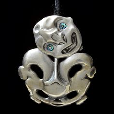 Hei Tiki • Stylized Figure Pendant by Lewis Tamihana Gardiner, Māori artist (NZ111151) Polynesian Art, Maori Designs, Tiki Art, Nz Art, Maori Art, Bone Carving, Art Work, Hand Carved, Bones