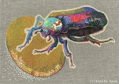 Celui-la il est pour toi K ! ----------------------------- 20 Whimsical Embroidered Animals By Kimika Hara ! Fabric Flower Brooch, Textiles, Insect Art, Fabric Manipulation, Embroidery Techniques, Embroidery Thread, Embroidery Ideas, Fabric Art, Textile Art