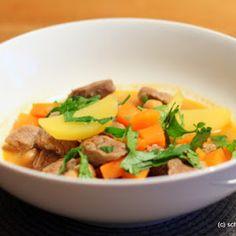 Rezept für einen einfachen, deftigen Eintopf mit Rindfleisch, Kartoffeln, Karotten und Kichererbsen.