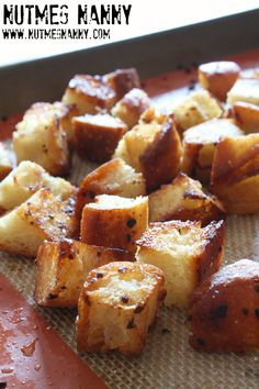 These homemade garlic butter croutons are full of flavor and perfect on top of soup or salad. Full of flavor and ready in just about 30 minutes. Crouton Recipes, Bread Recipes, Cooking Recipes, Cooking Tips, Soup Recipes, Homemade Garlic Butter, Homemade Croutons, Tasty, Yummy Food